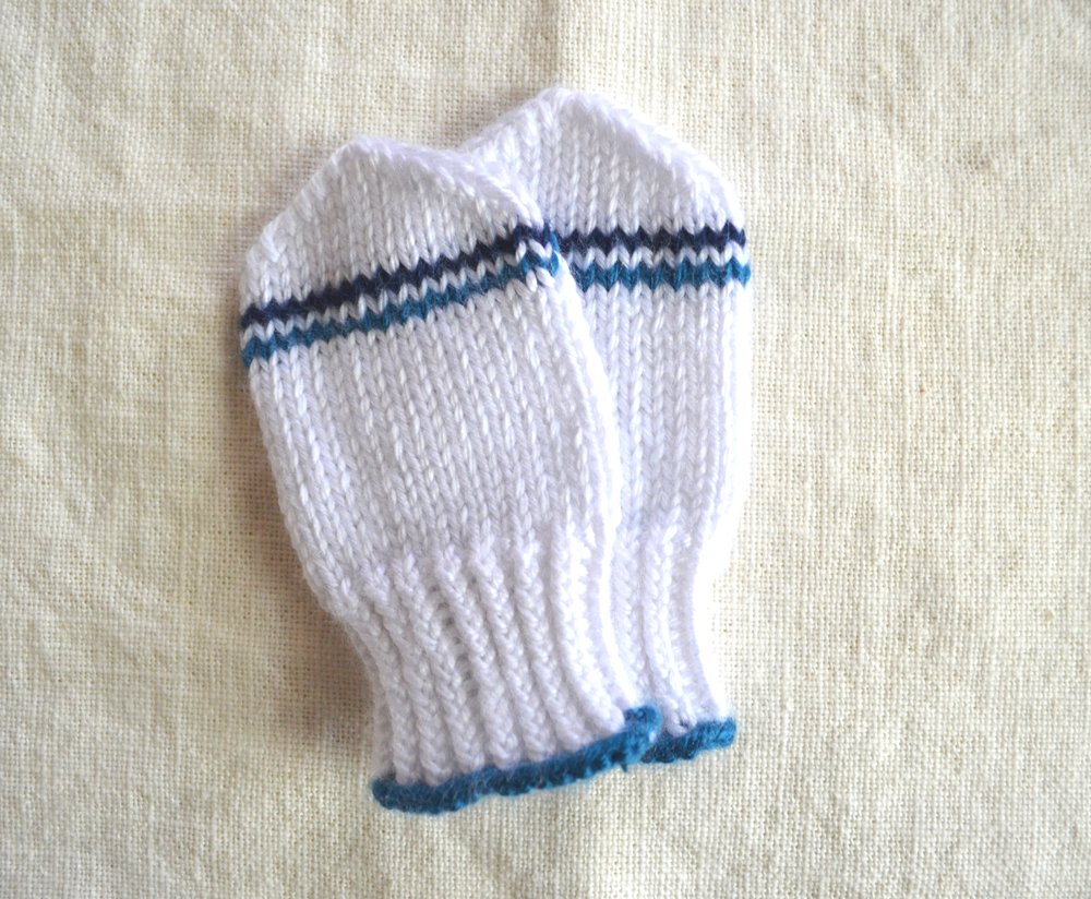 Knitting Pattern For Toddler Mittens With Thumbs : knitted mittens Koto